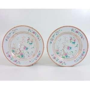 Par de pratos de porcelana esmaltada família Rosa período Qialong Cia das Índias - 27 cm diâm. China Sec XVIII