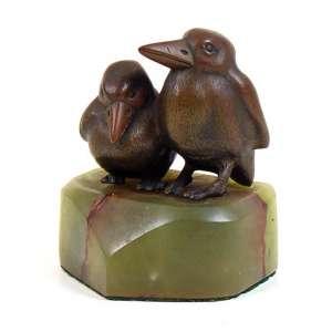 Escultura de bronze representando pássaro - base em onix 10 cm alt,