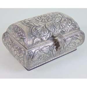 Caixa em madeira revestida de prata de lei . Peru Sec XX. - 10 cm alt, 20 x 14 cm.