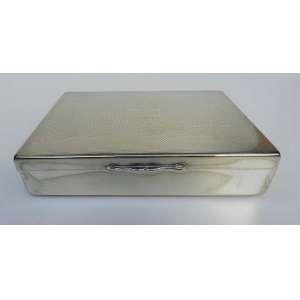 Cigarreira espessurada a prata, altura 4cm, largura 16,5cm e 12cm de comprimento.