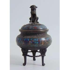 Icensário de Bronze com belo esmalte Cloisonne , tampa encimada por cão de Fó . China Sec XIX.