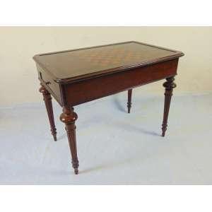 Mesa de jogo em madeira de lei ,tampo para xadrez e interior para gamão. Inglaterra Sec XIX. - 73 cm alt, 90 cm compr,58 cm prof, (No estado)