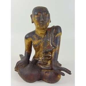 Figura de madeira lavrada e dourada representando Monge Tibet Sec XVIIIXIX. - 30 cm de alt, 23 x 20 cm. Ex Coleção Hans Helmut Steffens