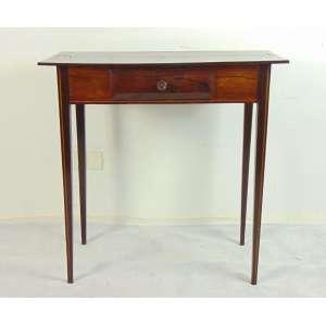 Mesa de encostar com uma gaveta em jacarandá da Bahia estilo e época D. Maria I - 80 cm alt x 80 cm compr x 39 prof. (no estado)