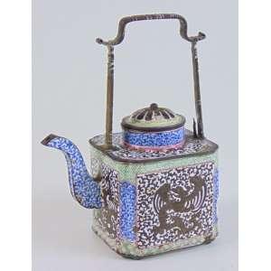 Bule de metal e fino esmalte . China Sec XIX - 16 cm alt, 12 cm comp, 7 prof.