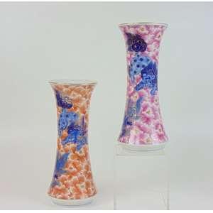 Par de vasos de porcelana esmaltada decorado com cães de fó - China séc.XX - 33 cm de altura e 14cm diâmetro.