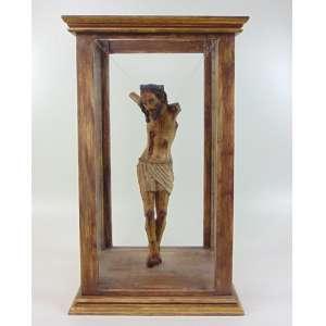 Fragmento de Cristo em madeira lavrada séc. XVII/XVIII. - 55 cm alt - em caixa de madeira com vidro - 76 cm alt, 46 x 33 cm.(NO ESTADO)