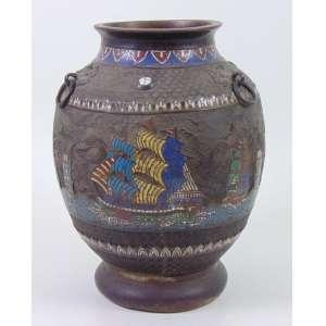 Vaso de bronze em curioso esmalte Cloisonee representando Navios Europeus - 33 cm alt, 22 cm diâm.China Sec XIX.
