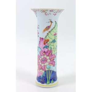 Vaso de porcelana esmaltada decoração Folha Tabaco manufatura Vista Alegre Portugal Sec XX. - 12 cm diâm. 28 cm alt.