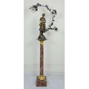 Luminária em Petit bronze e sua coluna de mármore (manga no estado) - Escultura 79 cm de alt e coluna 114 cm de alt.