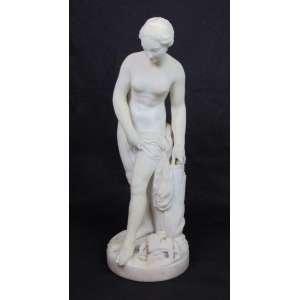 Elegante escultura representando banhista em fino Carrara estatuário . Europa Sec XIX. - 49 cm alt.