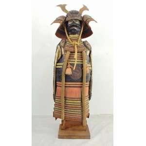 Importante Armadura de oficial ricamente ornamentada periodo EDO .Japão Sec XIX Ex Coleção Carlo Barni - 1,28 cm alt.