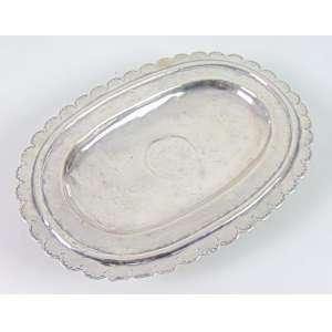 Raro esmoleiro de prata de lei repuxada . Brasil Sec XVIII - 5 cm alt. 26 x 18 cm.