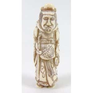 NETSUKE - Figura de samurai executado em fino marfim. JAPÃO Sec XIX.