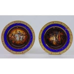 Par de pratos de porcelana esmaltada decoradas cenas Napoleônica - Manufatura Berlim séc. XIX - 25 cm diâm. (com perca de esmalte)