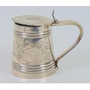 Tankard de prata de lei delicadamente trabalhada contraste 84 e efigie feminina . Rússia Sec XIX.- 12 cm alt.