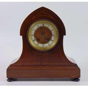 Relógio de mesa em madeira de lei mostrador em esmalte . Inglaterra Sec XIX.- 29 x 29 x 12 cm.