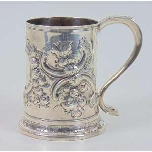 Tankard de prata de lei contraste referente a cidade de Londres marcas referente ao período de George III - Inglaterra Sec XVIII - 13 cm alt