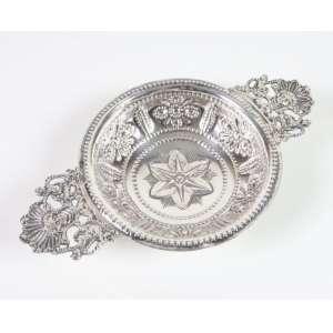Tambuladeira de prata de lei, contraste da cidade de Londres, período vitoriano, marca do prateiro GA, 22cm x 13,5cm, Inglaterra, século XIX.