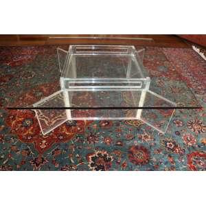 Mesa de centro com pé de acrílico e tampo de cristal, 43cm x 1,20m x 1,20m.
