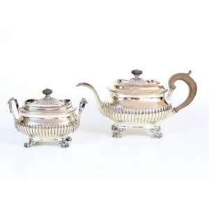 Elegante conjunto de chá, composto por duas peças de prata de lei, contraste P Coroa, marca do prateiro MAS, 16cm x 20cm, Portugal, século XIX.