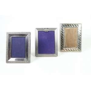 Conjunto de três porta retratos, sendo dois da Christian Dior em metal espessurado a prata (no estado).