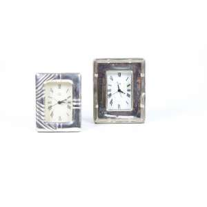 Conjunto de dois relógios de mesa em prata de lei (no estado).