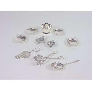 Lote com 10 peças diversas em prata de lei, composto por quatro mantegueiras, dois mini cinzeiros, um pequeno bowl e três peças, Europa, século XX.