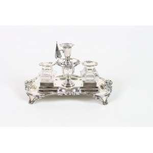 Delicado tinteiro de prata de lei, contraste da cidade de Londres, período vitoriano, recipientes em cristal lapidado, 23cm x 14cm, Inglaterra, século XIX.