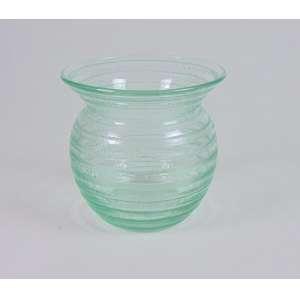 DAUN NANCY, vaso de cristal lapidado na tonalidade verde, 14cm x 14cm, França, século XX.
