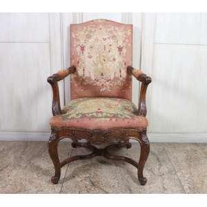 Poltrona executada em carvalho, assento e encosto em tapeçaria manual, estilo georgiano, Inglaterra, século XIX.