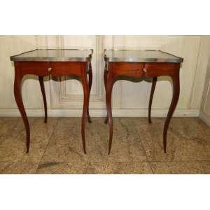 Par de mesas laterais, detalhes em latão, extensor retrátil, com gavetas, 71cm x 50cm x 60cm.