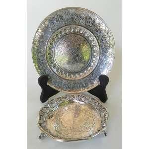 Lote com um prato de prata de lei 800 - Bazar Colon, Montevidéo com 16cm de diâmetro e um porta copo sem contraste - diâmetro 10cm