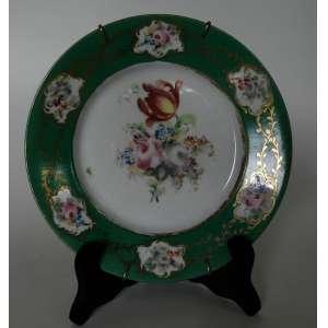 Prato de porcelana do serviço que pertenceu ao Duque de Caxias - borda verde, com flores ao centro e nas seis reservas - França sec. XIX - diâmetro 24cm