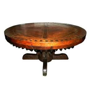 Mesa redonda de madeira feita a partir de roda e engrenagem de engenho antigo - sec XIX - diâmetro 152cm e altura 78cm