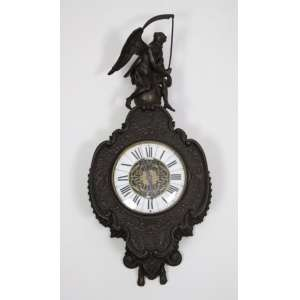 Elegante relógio de Bronze finamente trabalhado mostrador em esmalte - 62 x 28 cm. Europa Sec XIX (NECESITA REVISÃO)