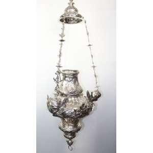 Raro lampadário de prata de lei ornamentado por três cabeças de anjos em prata repuxada em esmero trabalho estilo e época D.Jose I .Brasil Séc. XVIII– 120 cm alt. 46 cm diâm