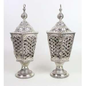 Raro Par de lanternas votivas de mesa e vara , executadas em fina prata de lei fundida e repuxada, resquício de contraste P Coroa referente ao Sec XVIII 37 cm alt.
