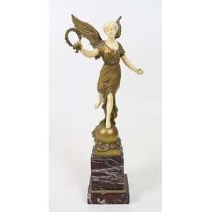 Elegante escultura de bronze e marfim representando Vitória. Europa Sec XIXXX - 28 cm alt, sem a base - 36 cm alt total