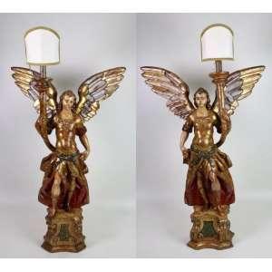 Importante par de Anjos Tocheiros de madeira finamente lavrada e policromada . Brasil Sec XVIII – 90 cm alt, 66 x 27 cm.
