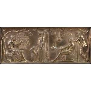 F.LEVILLAIN - Cena Mitológica - Placa em bronze trabalhado com cena Neo Classica - 15 x 38 cm. Ferdinand Levillain (1837-1905) estudou sob o comando do escultor Jouffroy (1806-1882), antes de fazer sua estreia em 1861 no Salão de Artistas Franceses, onde continuou a expor até 1903. Na Exposição Universal de 1867 em Paris, ele foi elogiado por uma taça de bronze estilo neo-grego que ele fez para a empresa Blot e Drouard. Ele não deveria se tornar realmente famoso, no entanto, até 1871 graças à sua associação com o grande fundador de bronze Ferdinand Barbedienne, que começou a exibir lâmpadas, copos, vasos e candelabros em suas arquibancadas. Levillain foi esmagadoramente triunfante na Exposição Universal de 1878 em Paris, onde foi unanimemente premiado com a medalha de ouro por suas criações no estilo clássico.