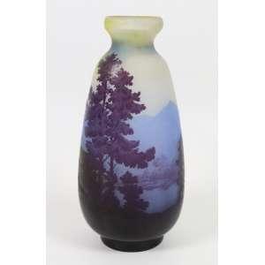 GALLÉ EMILLE -Belo vaso de vidro artístico decorado com cena paisagem , estilo e época Art Noveaux . França Sec XIXXX. 29 cm alt.
