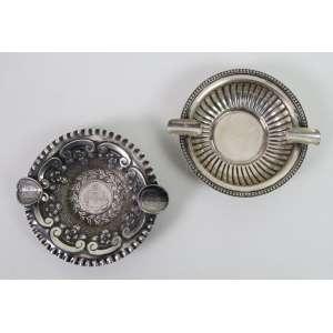 lote com 2 cinzeiros de prata teor 833. Brasil Sec XX. - 11 cm diâm.