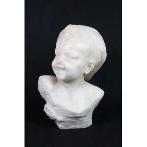 Busto em mármore de Carrara representando jovem . Itália Séc. XIX- 33 cm alt.