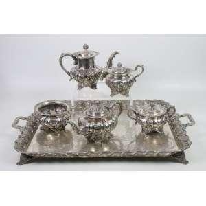 Imponente jogo de chá e café composto por 6 peças de prata de lei finamente trabalhado em folhas de acanto , solido tabuleiro , contrastes P Coroa , . Portugal Sec XIX - 67 x 50 cm.