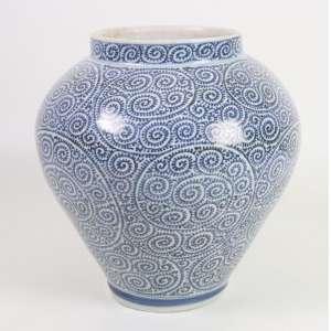 Vaso de porcelana - Decoração Blue And White - China Séc. XX. 28 cm alt, 23 cm diâm.
