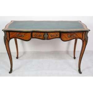 Elegante bureau Plat em madeira marchetada ,tampo em couro ornamentado por bronze . França Sec XIXXX - 75 cm alt, 124 compr, 61 cm prof.