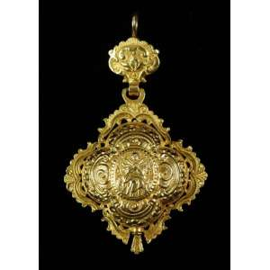 Relicário - Castanha em ouro 18 k - ricamente trabalhado - Brasil Séc. XVIII - 9,0 X 6 cm