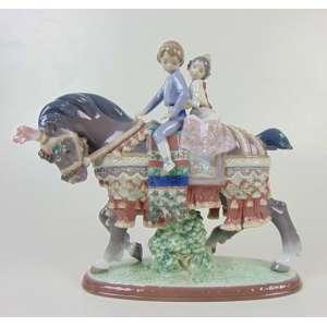 Ladró - Escultura de porcelana representando crianças a cavalo - 26 cm de alt, 28 de comp e 10 de prof.