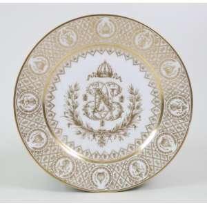 Prato de porcelana esmaltada, Brasão de Armas de Napoleão Bonaparte, Museu Imperial de Sevres, 24cm de diâmetro, França, séc. XX.
